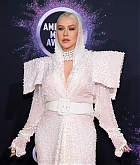 Christina_Aguilera_-_2019_American_Music_Awards_at_Microsoft_Theater_on_November_242C_2019-59.jpg