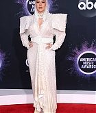 Christina_Aguilera_-_2019_American_Music_Awards_at_Microsoft_Theater_on_November_242C_2019-60.jpg