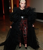 Christina_Aguilera_-_2019_amfAR_Gala_Los_Angeles_-_October_102C_2019_backstage-04.jpg