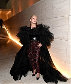 Christina_Aguilera_-_2019_amfAR_Gala_Los_Angeles_-_October_102C_2019_backstage-07.jpg