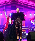 Christina_Aguilera_-_2019_amfAR_Gala_Los_Angeles_-_October_102C_2019_performace-11.jpg