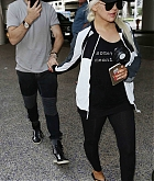 Christina_Aguilera_-_At_LAX_Airport_in_Los_Angeles_on_September_3-01.jpg