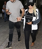 Christina_Aguilera_-_At_LAX_Airport_in_Los_Angeles_on_September_3-02.jpg