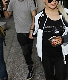 Christina_Aguilera_-_At_LAX_Airport_in_Los_Angeles_on_September_3-04.jpg
