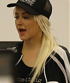 Christina_Aguilera_-_At_LAX_Airport_in_Los_Angeles_on_September_3-08.jpg