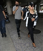 Christina_Aguilera_-_At_LAX_Airport_in_Los_Angeles_on_September_3-09.jpg