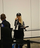 Christina_Aguilera_-_At_LAX_Airport_in_Los_Angeles_on_September_3-19.jpg