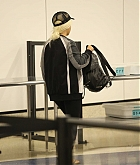 Christina_Aguilera_-_At_LAX_Airport_in_Los_Angeles_on_September_3-23.jpg