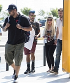 Christina_Aguilera_-_At_Paphos_Airport_in_Cyprus_on_September_7-01.jpg