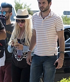 Christina_Aguilera_-_At_Paphos_Airport_in_Cyprus_on_September_7-05.jpg