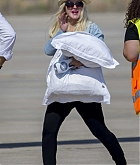 Christina_Aguilera_-_At_Paphos_Airport_in_Cyprus_on_September_7-15.jpg