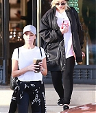 Christina_Aguilera_-_Christmas_shopping_in_Beverly_Hills_on_December_23-02.jpg