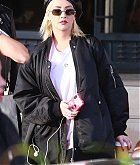 Christina_Aguilera_-_Christmas_shopping_in_Beverly_Hills_on_December_23-04.jpg