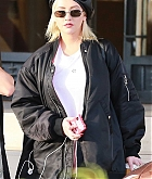 Christina_Aguilera_-_Christmas_shopping_in_Beverly_Hills_on_December_23-07.jpg