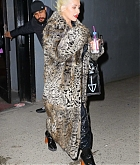 Christina_Aguilera_-_Exits_a_NYE_rehearsal_at_SIR_Studios_in_NYC_December_302C_2018-01.jpg