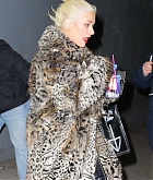 Christina_Aguilera_-_Exits_a_NYE_rehearsal_at_SIR_Studios_in_NYC_December_302C_2018-06.jpg