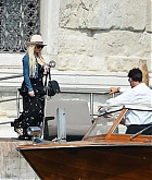 Christina_Aguilera_-_In_Venice_on_September_10-05.jpg