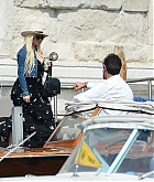 Christina_Aguilera_-_In_Venice_on_September_10-06.jpg