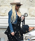 Christina_Aguilera_-_In_Venice_on_September_10-07.jpg