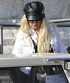 Christina_Aguilera_-_In_Venice_on_September_9-05.jpg