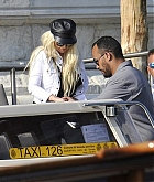 Christina_Aguilera_-_In_Venice_on_September_9-07.jpg
