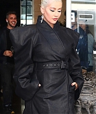 Christina_Aguilera_-_Leaving_The_Tonight_Show_in_New_York_City_on_June_14-06.jpg