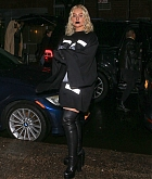 Christina_Aguilera_-_Out_and_about_in_NYC_September_92C_2018-05.jpg