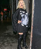 Christina_Aguilera_-_Out_and_about_in_NYC_September_92C_2018-08.jpg