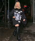 Christina_Aguilera_-_Out_and_about_in_NYC_September_92C_2018-09.jpg