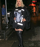 Christina_Aguilera_-_Out_and_about_in_NYC_September_92C_2018-10.jpg