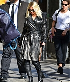Christina_Aguilera_-_Outside__Jimmy_Kimmel_Live__in_LA_September_122C_2018-03.jpg