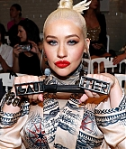 Christina_Aguilera_-_PFW_Jean_Paul_Gaultier_Haute_Couture_FallWinter_2019_2020_on_July_03-50.jpg