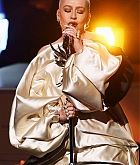 Christina_Aguilera_-_Performs_at_2019_American_Music_Awards_at_Microsoft_Theater_on_November_242C_2019-05.jpg