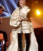 Christina_Aguilera_-_Performs_at_2019_American_Music_Awards_at_Microsoft_Theater_on_November_242C_2019-13.jpg