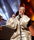 Christina_Aguilera_-_Performs_at_2019_American_Music_Awards_at_Microsoft_Theater_on_November_242C_2019-16.jpg