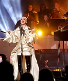 Christina_Aguilera_-_Performs_at_2019_American_Music_Awards_at_Microsoft_Theater_on_November_242C_2019-17.jpg