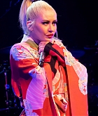 Christina_Aguilera_-_The_X_Tour_in_London2C_England_November_102C_2019-01.jpg