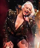 Christina_Aguilera_-_The_X_Tour_in_London2C_England_November_102C_2019-09.jpg