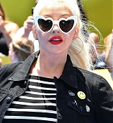 Christina_Aguilera_-__Emoji__Premiere_in_Los_Angeles_on_July_23-04.jpg