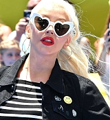 Christina_Aguilera_-__Emoji__Premiere_in_Los_Angeles_on_July_23-05.jpg