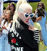 Christina_Aguilera_-__Emoji__Premiere_in_Los_Angeles_on_July_23-06.jpg