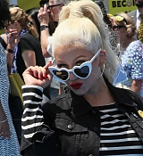 Christina_Aguilera_-__Emoji__Premiere_in_Los_Angeles_on_July_23-08.jpg