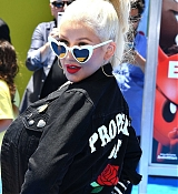 Christina_Aguilera_-__Emoji__Premiere_in_Los_Angeles_on_July_23-09.jpg