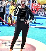 Christina_Aguilera_-__Emoji__Premiere_in_Los_Angeles_on_July_23-11.jpg