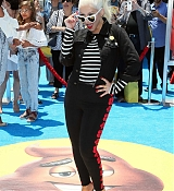 Christina_Aguilera_-__Emoji__Premiere_in_Los_Angeles_on_July_23-12.jpg