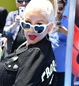 Christina_Aguilera_-__Emoji__Premiere_in_Los_Angeles_on_July_23-17.jpg