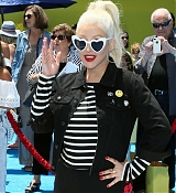 Christina_Aguilera_-__Emoji__Premiere_in_Los_Angeles_on_July_23-23.jpg