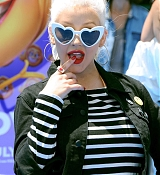 Christina_Aguilera_-__Emoji__Premiere_in_Los_Angeles_on_July_23-37.jpg