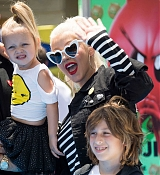 Christina_Aguilera_-__Emoji__Premiere_in_Los_Angeles_on_July_23-42.jpg