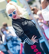Christina_Aguilera_-__Emoji__Premiere_in_Los_Angeles_on_July_23-54.jpg